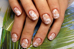 Рисунки на коротких овальных ногтях 88