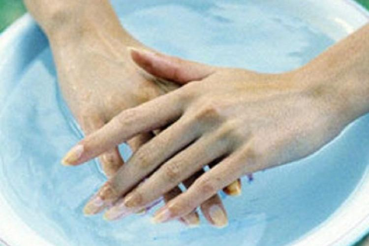 Водные процедуры для рук и ног