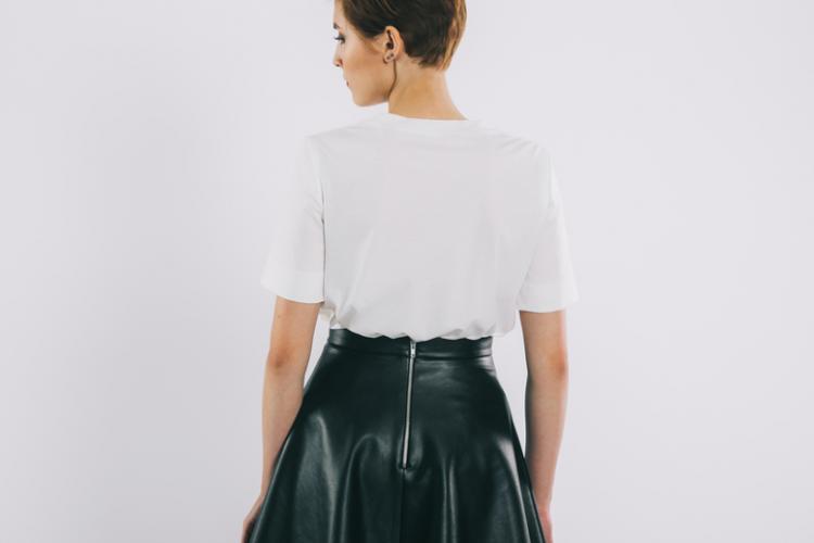 Кожаные юбки на осень в сочетании с другой брендовой одеждой