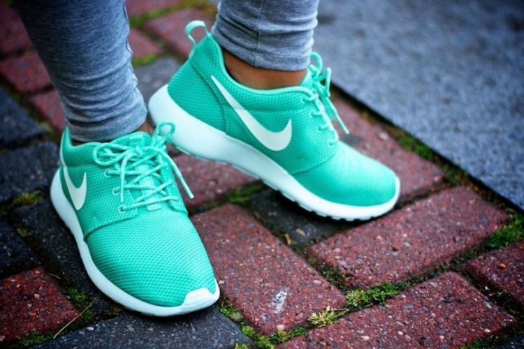 Выбираем хорошие женские кроссовки для бега