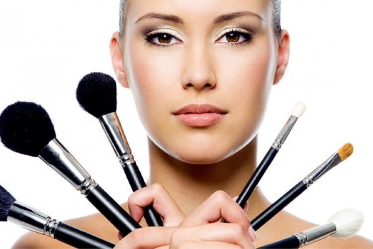 Необходимые принадлежности для макияжа