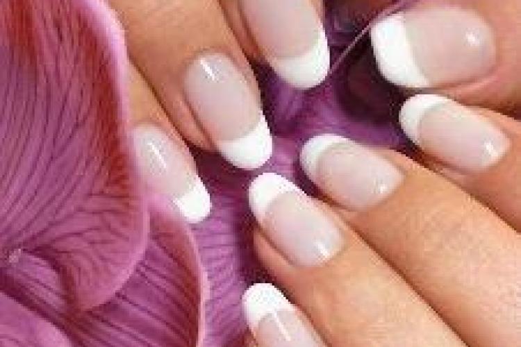 Различные технологии укрепления ногтей