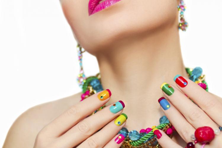 Разноцветный французский маникюр – как это сделать?