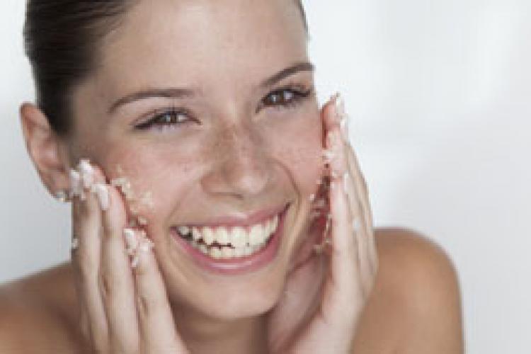 Простые способы очищения кожи лица