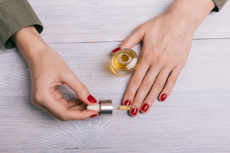 Использование масла для кутикулы