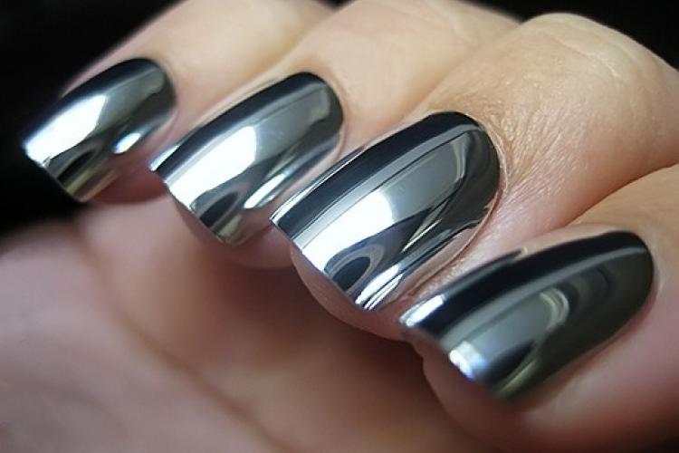 Металлические ногти – горячая тенденция